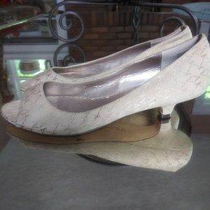 AK Anne Klein Peep Toe Pump Low Heels Size 8 M